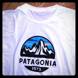 EUC Patagonia White graphic t-shirt L (no tag)